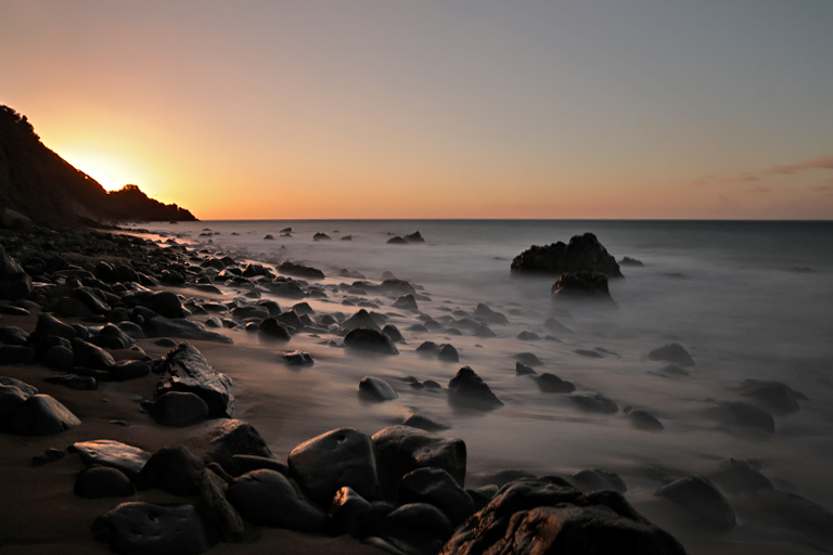 Sonnenuntergang an der Grande Anse auf Guadeloupe
