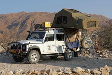 Landy auf der Eagle-Campsite im Camp Gecko, Namibia