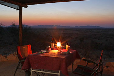 Candlelight-Camping-Dinner auf Camp Gecko, Namibia