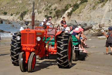 mit dem Traktor zum Cape Kidnappers, Neuseeland