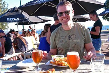 Dirk beim Abendessen am Lake Taupo, Neuseeland