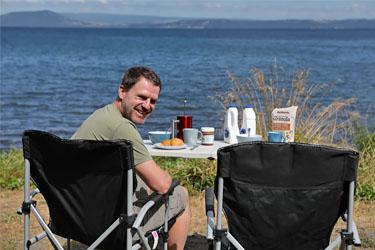 Frühstück mit Blick auf den Lake Taupo, Neuseeland