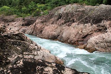 Nahaufnahme der Akiri Falls, Neuseeland