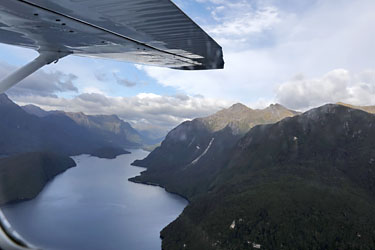 fjord von oben, wasserflugzeug, te anau, neuseeland
