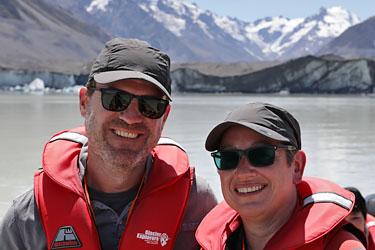 nikidirk auf dem tasman lake, gletscher, aoraki mt. cook, neuseeland