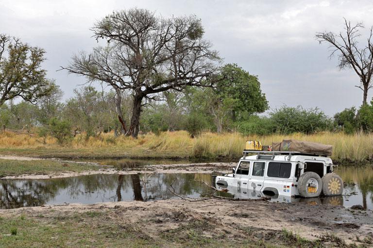 der Landy steckt fest, Moremi, Botswana